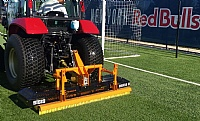 Synthetic pitch maintenance with SISIS Osca