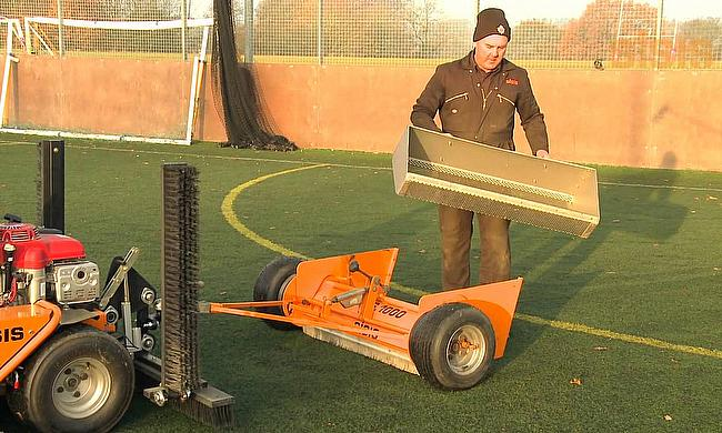 SSS1000 for synthetic turf maintenance