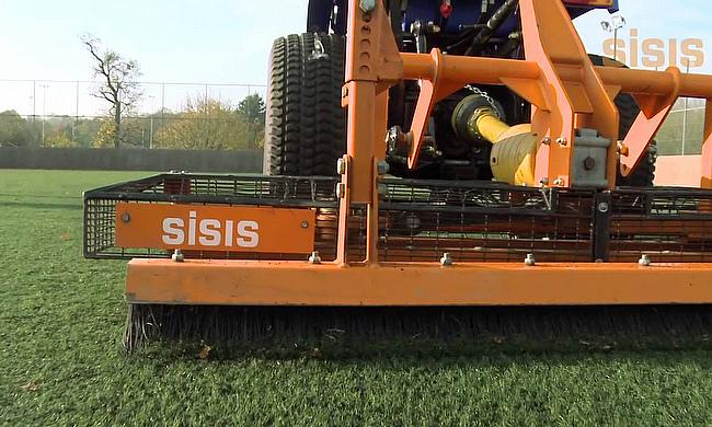SISIS Osca for synthetic turf maintenance